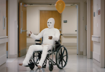 man in full body cast with balloon